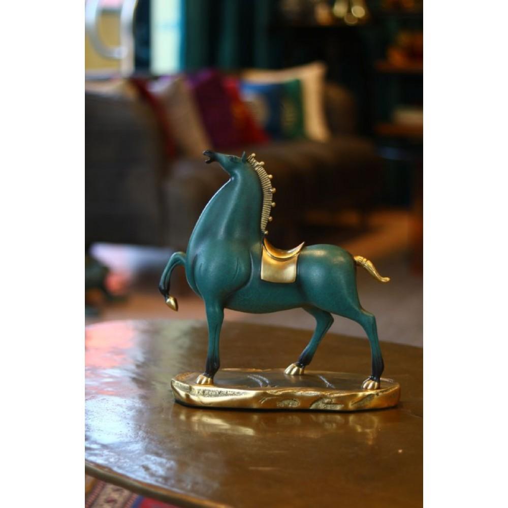 """Статуэтка """"Победная Лошадь"""" дарует вам успех в бизнесе и поможет добиться высот в карьере"""