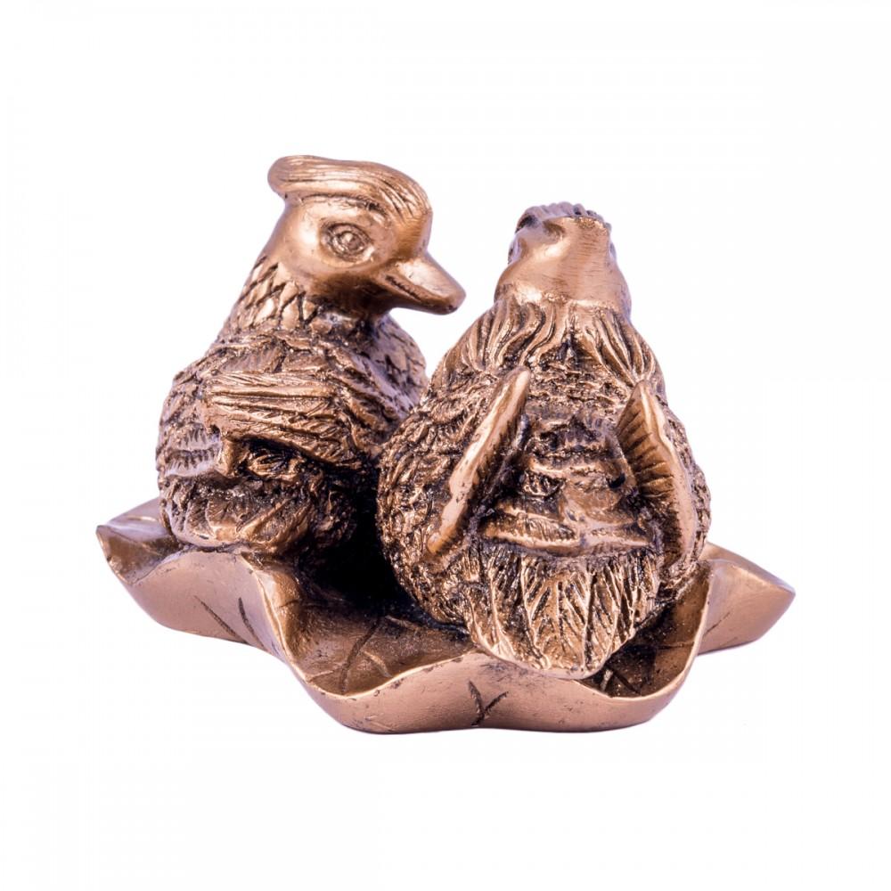 Статуэтка Утки мандаринки на листе смола